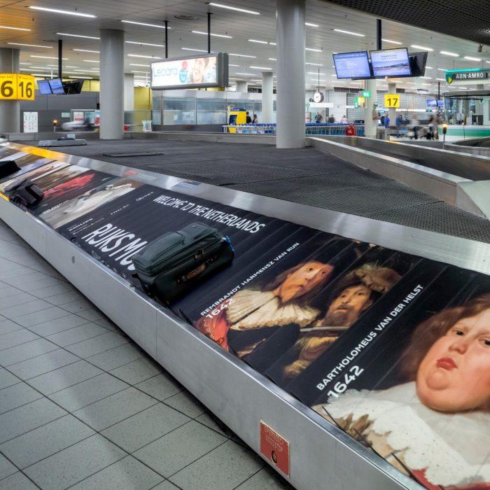 Kunstexpositie bagageband